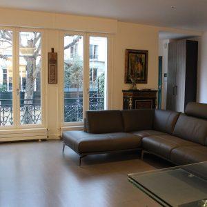 Architecte intérieur Hôtel particulier Neuilly SALON CANAPE CUIR (3)