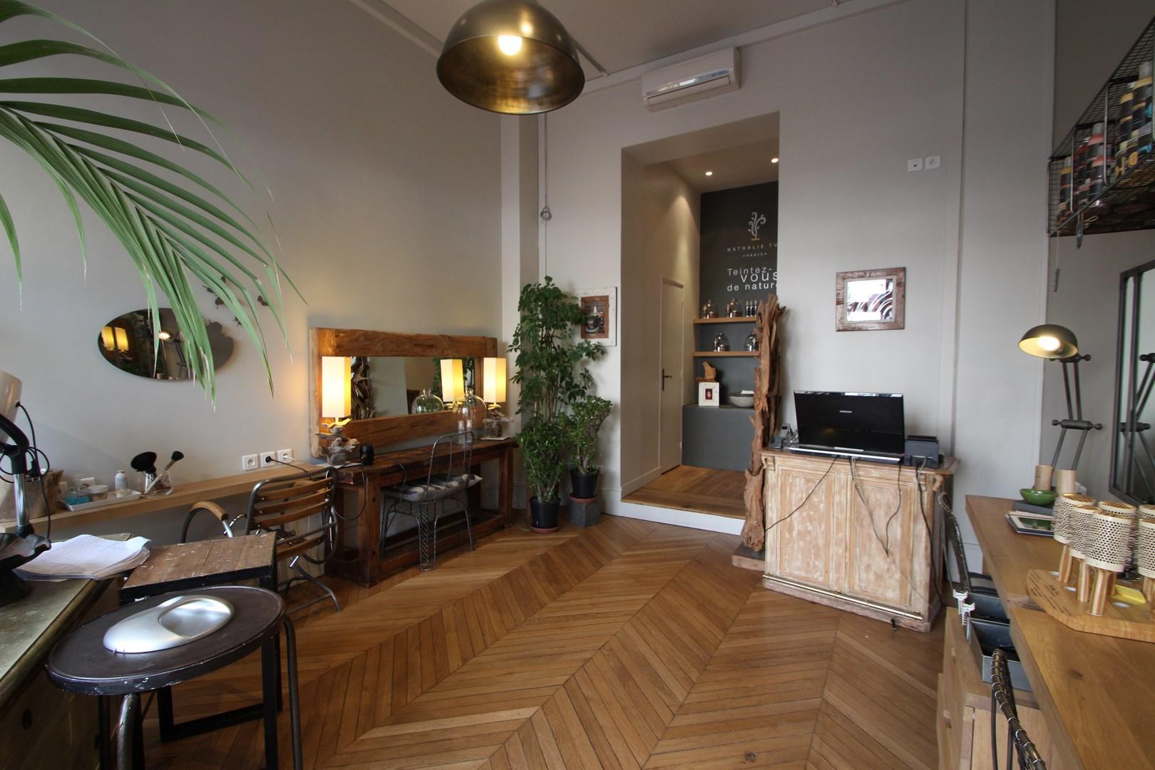 r novation salon de coiffure paris. Black Bedroom Furniture Sets. Home Design Ideas